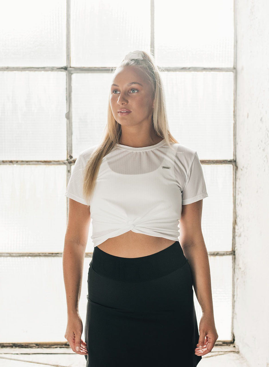 WHITE KNOTTED FLOW CROP T-SHIRT