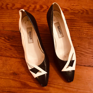 Vintage Bally black and white 80s pumps 👠