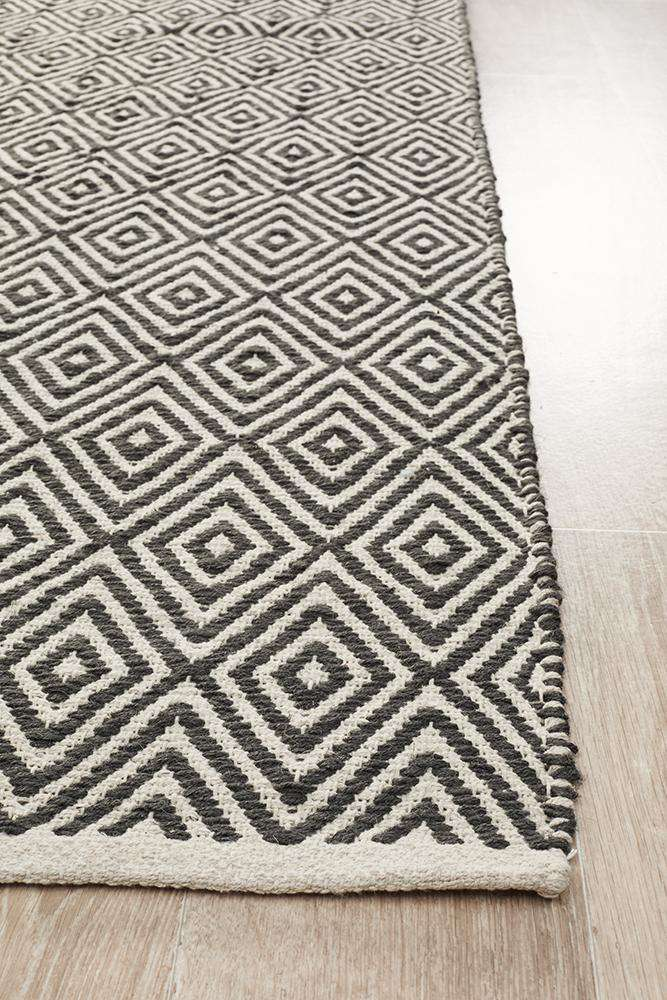 Abode Diamond Design Black Rug