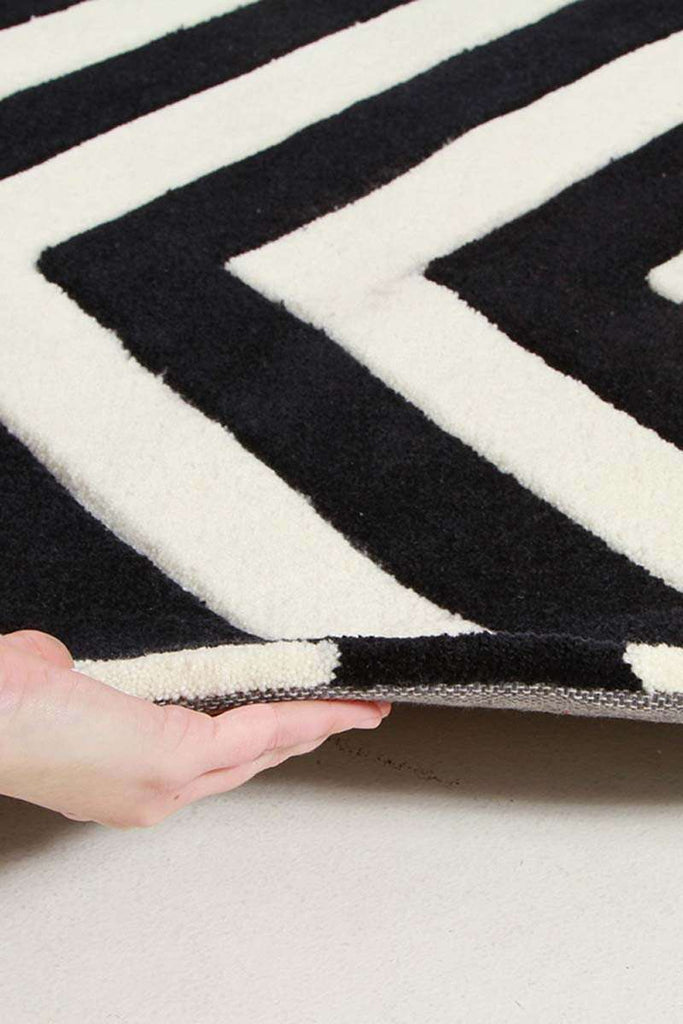 Gold Collection 622 Black & White Rug