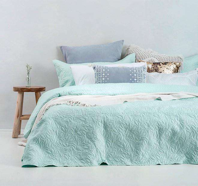 Embossed Botanica Qb/Kb Coverlet Set in Glacier by Bambury