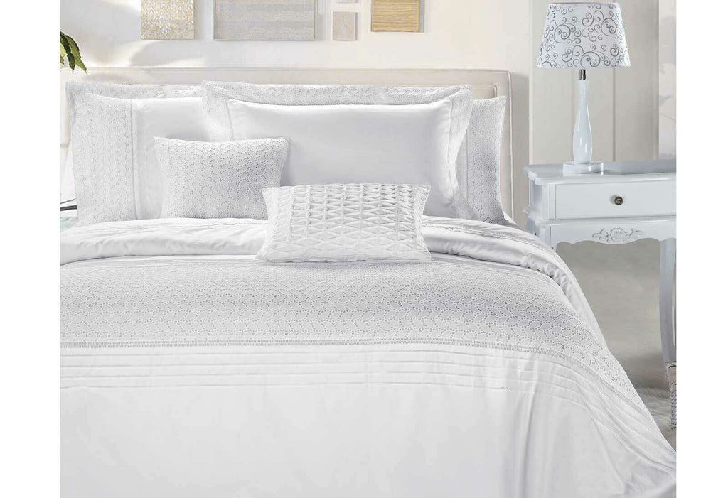 Queen Size Elisa White Embroidery Quilt Cover Set(3PCS)