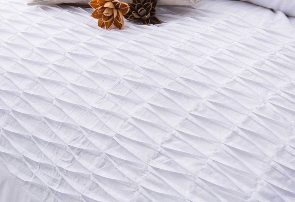 King Size 3pcs White Weave Pintuck Quilt Cover Set