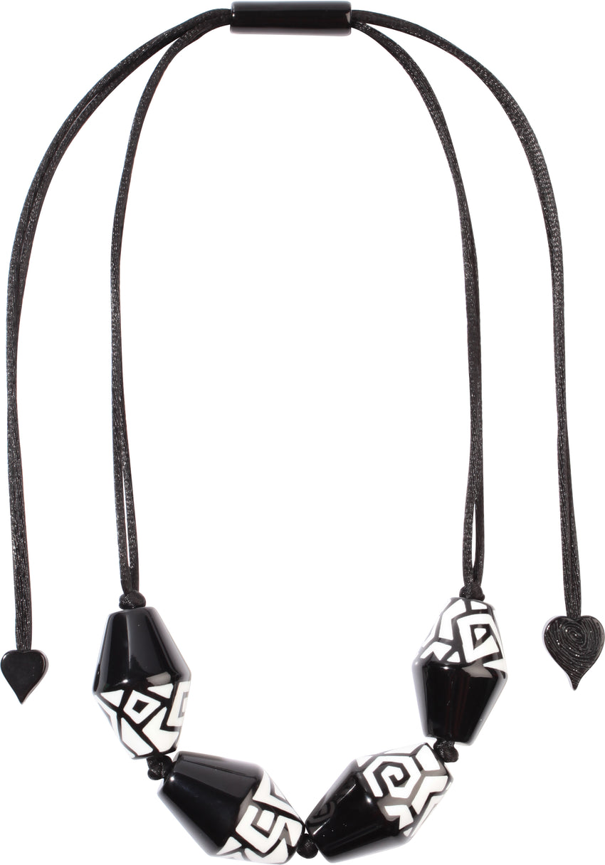 3260102BWHIQ04 NYC Necklace 102 Black White Q04