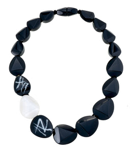 7270101necklace DIVINE 17beads magnet, black/silver
