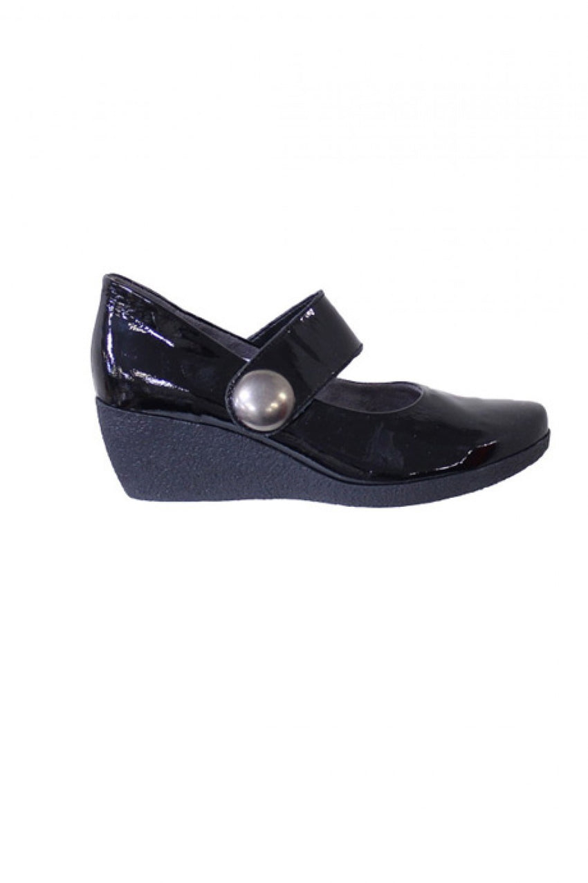 black-Hirica-Shoe-with-Velcro-Fastening-style-and-grace