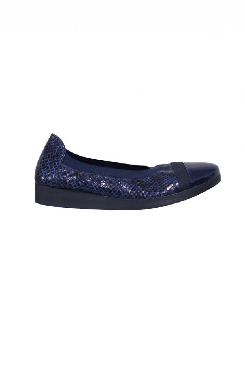 Marine Comfortable Hirica Shoe Style and Grace