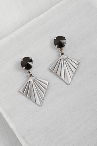 ER127-1 Silver Kite Earrings Black