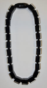 60101229010Q23 122 colorfucubes2 Black bead /Black cord