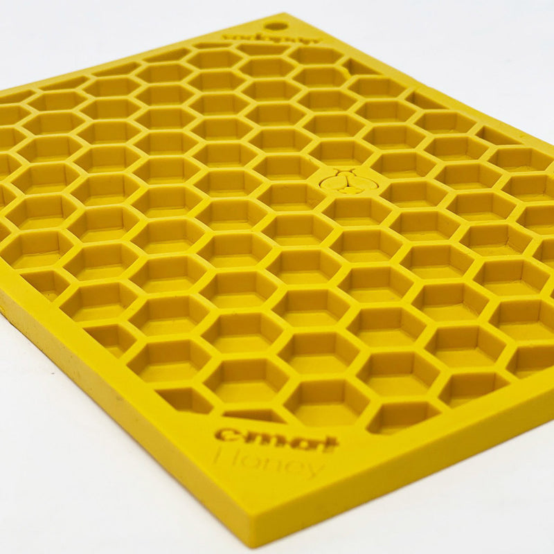 Chopper & Otis: Sodapup: Honeycomb Enrichment Licking Mat