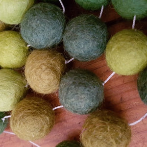 Felt Ball Garland ~ Green