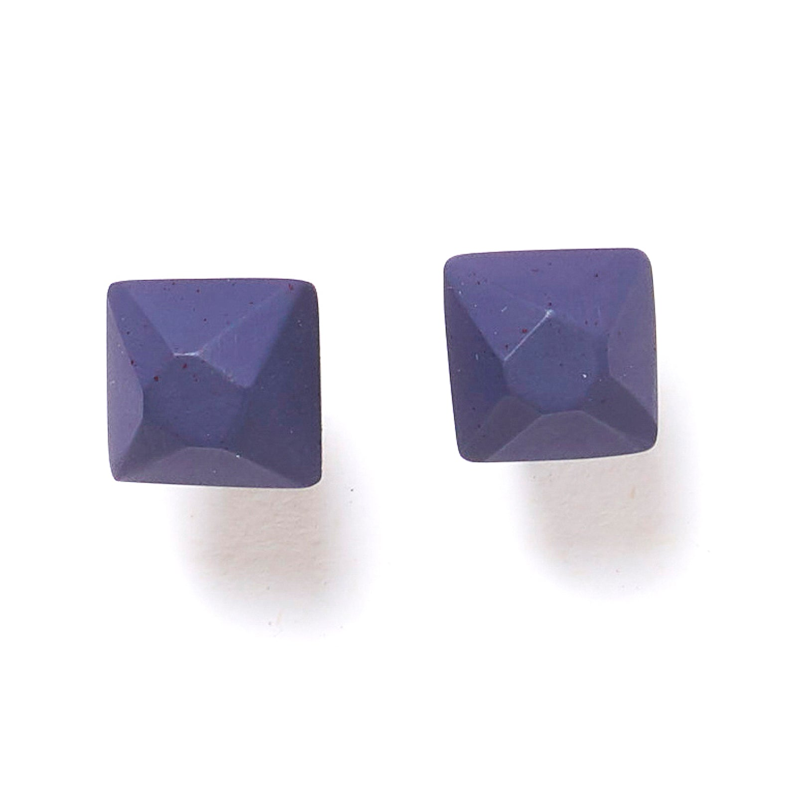 Faceted cube stud