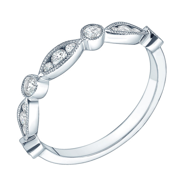 White gold alternating diamond ring by Jessica Jewellery.
