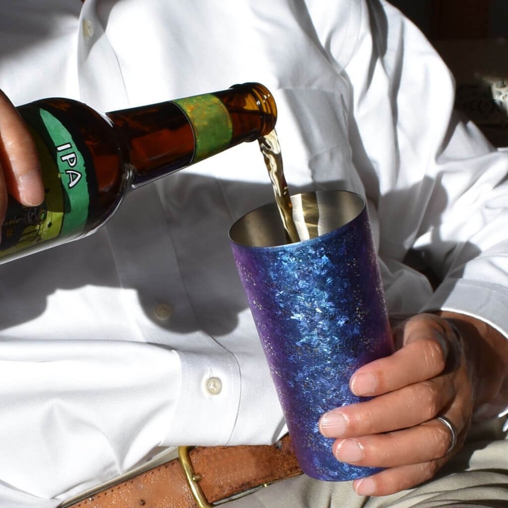 Alfan Select Man Pouring Beer to Living Color Tumbler Blue