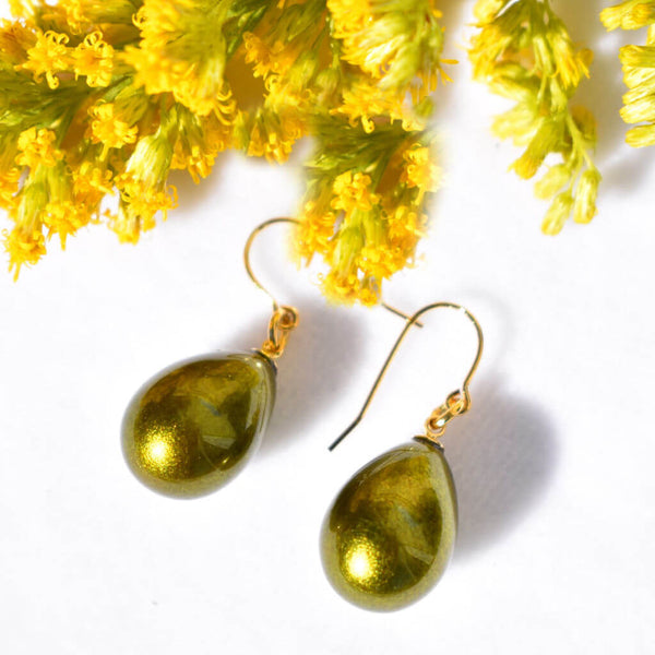 Satiny Japaneses Lacquer Pistachio Green Pierced Earrings with Yellow Flowers