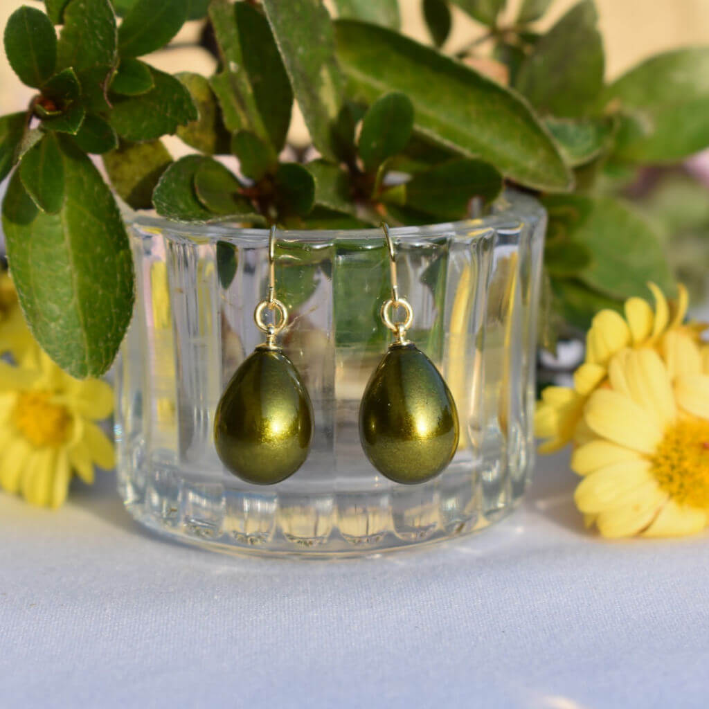 Pistachio Green Satiny Urushi Lacquer Pierced Earrings with Greenery