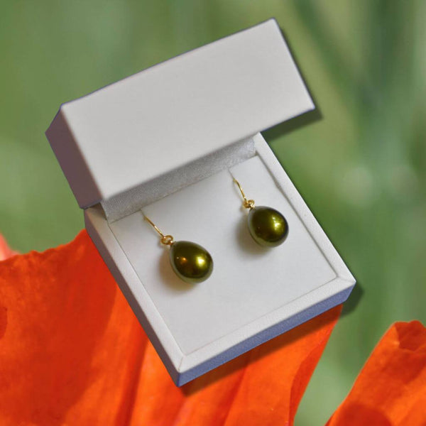 Pistachio Green Urushi Pierced Earrings in White Jewelry Box