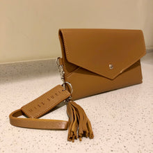 Load image into Gallery viewer, Envelope Purse Light Brown