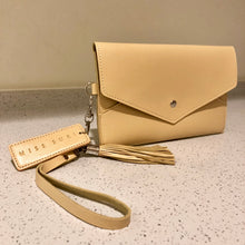 Load image into Gallery viewer, Envelope Purse Beige