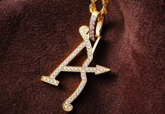 aporro solid gold diamond pendant