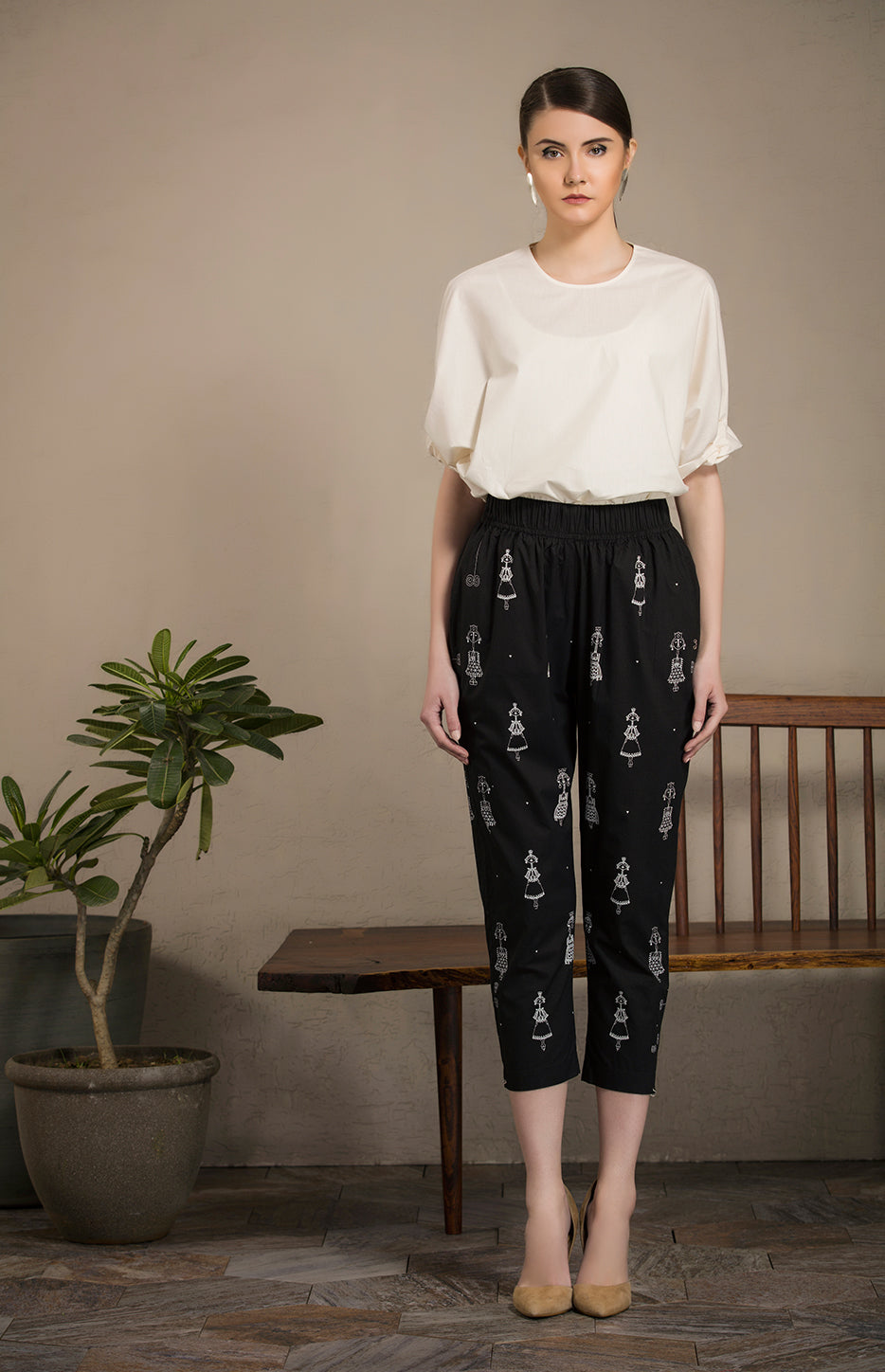 Black Screen Printed Slim Pants in Cotton- 2640