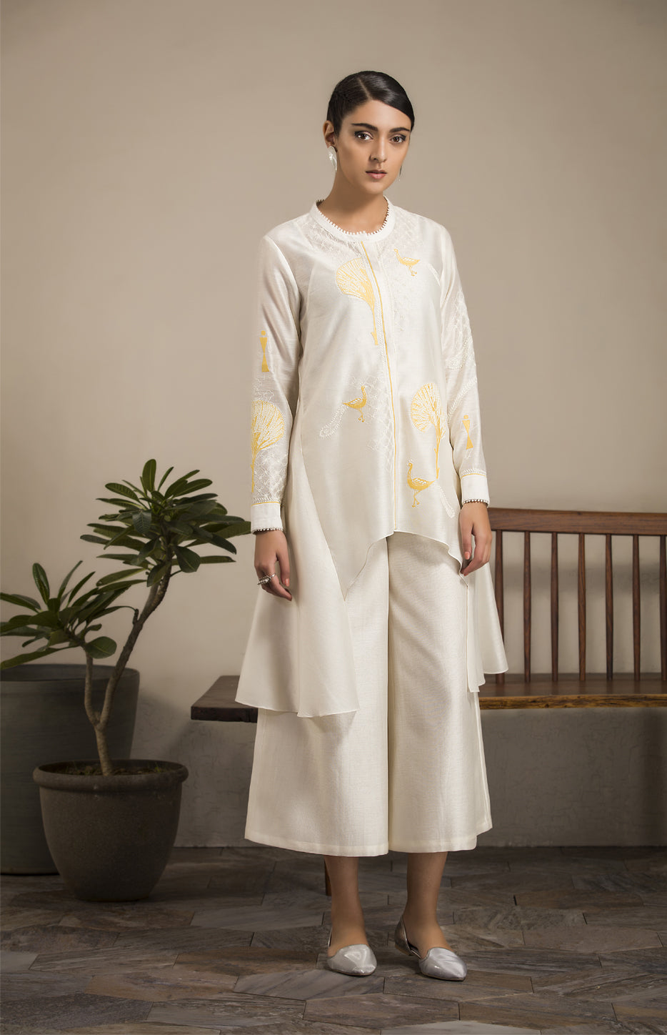 Ivory Applique Work Kurta in Chanderi - 2906