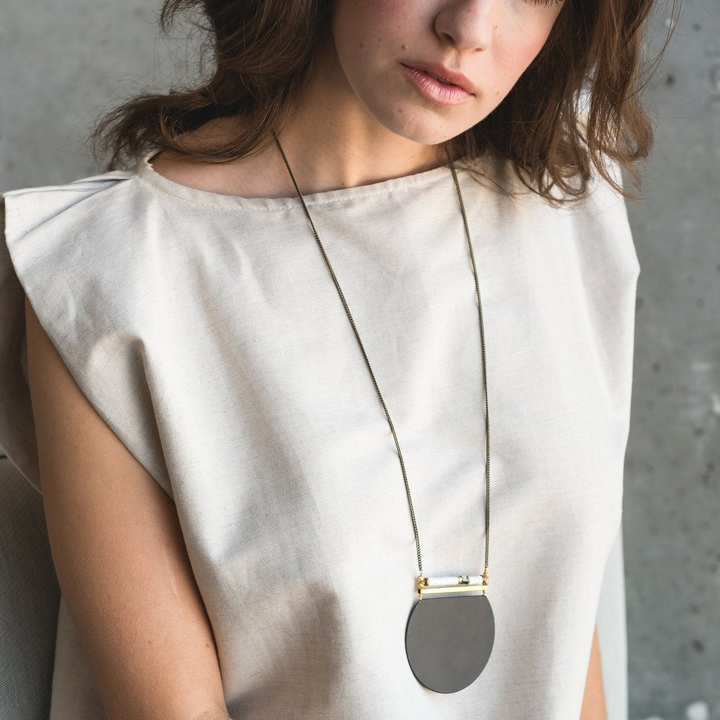 obscuria necklace in black