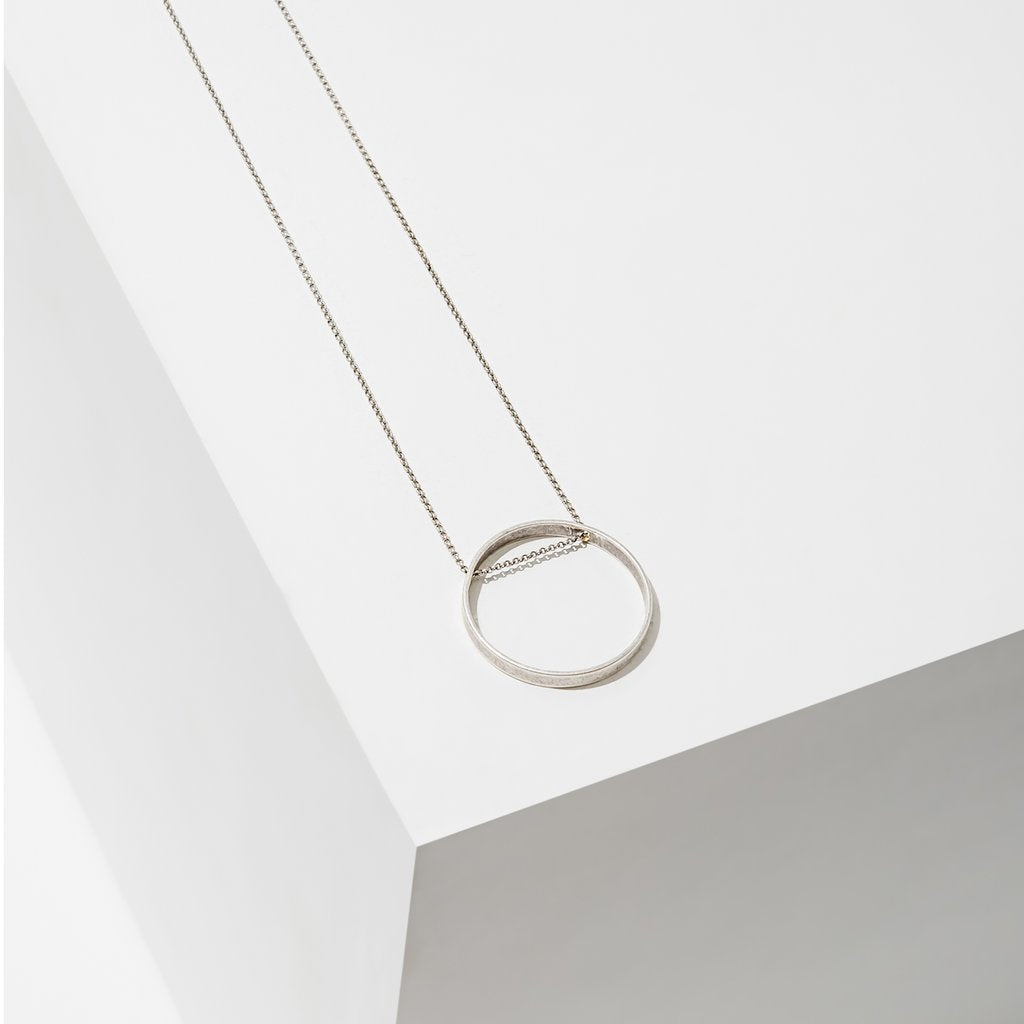 horizon small circle necklace in silver finish