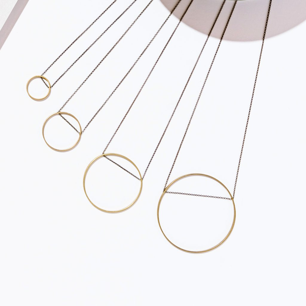 horizon extra small circle necklace