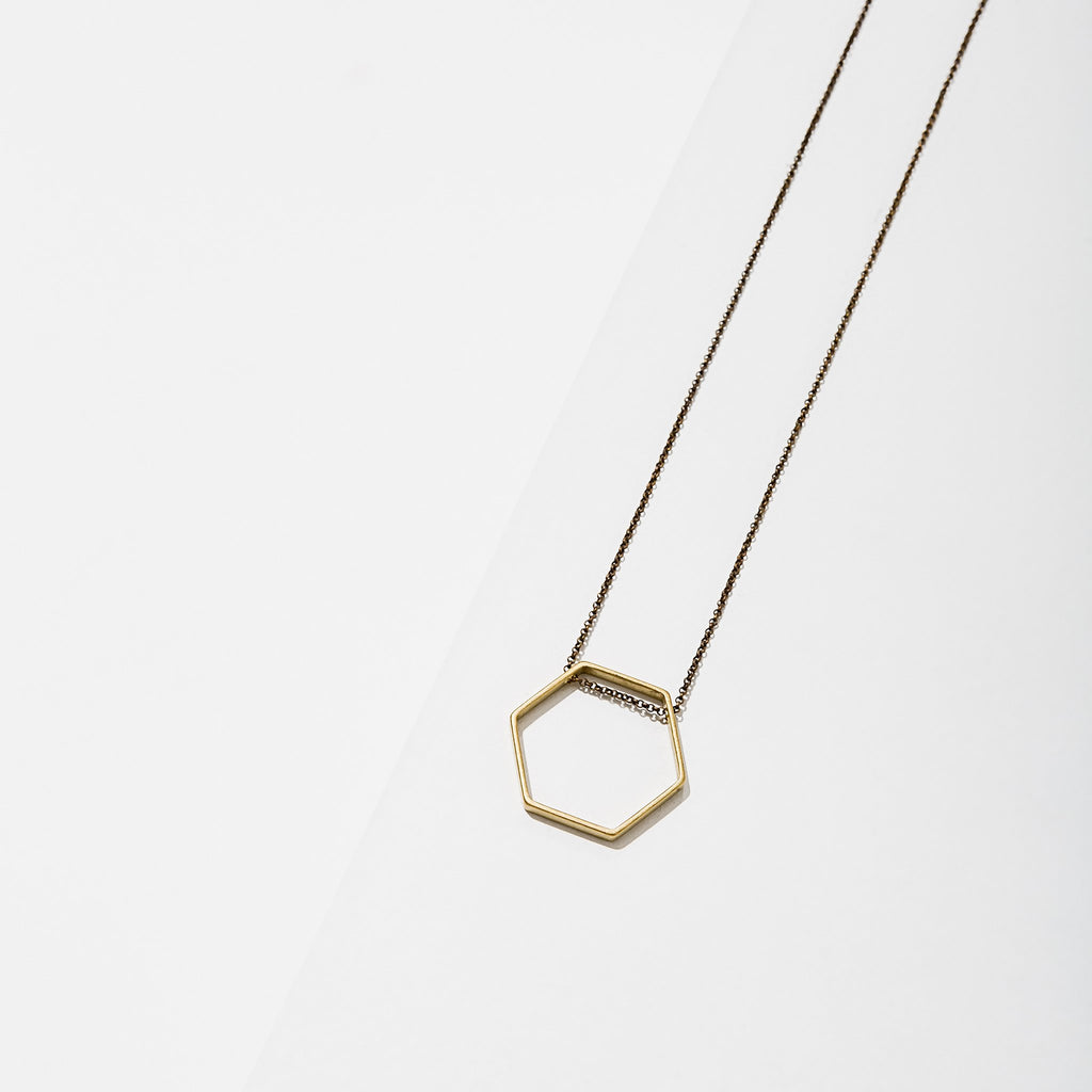 horizon small hexagon necklace