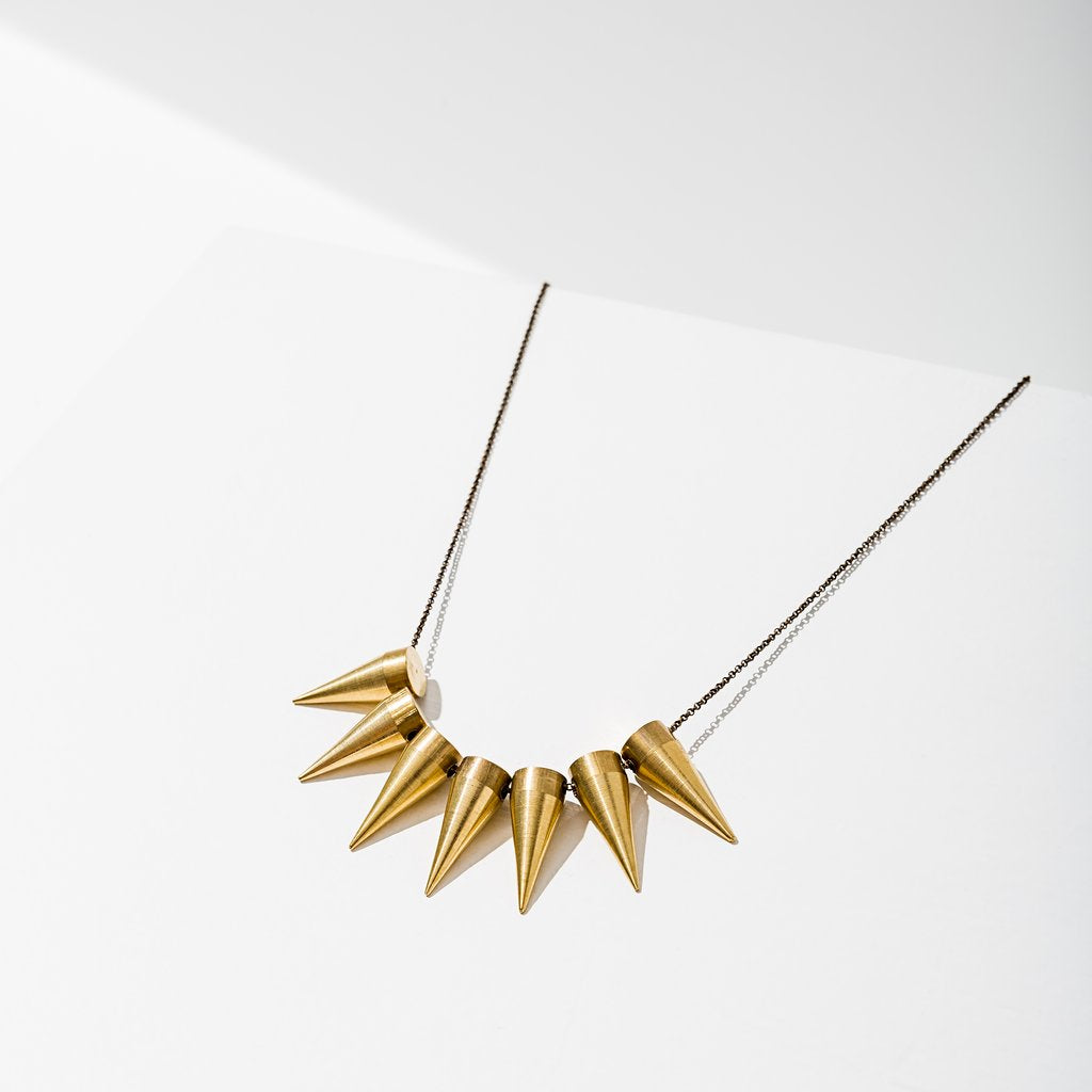 7 spike necklace in brass