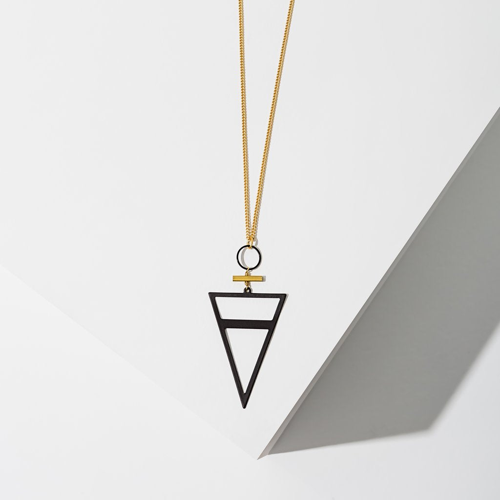 trine necklace in black