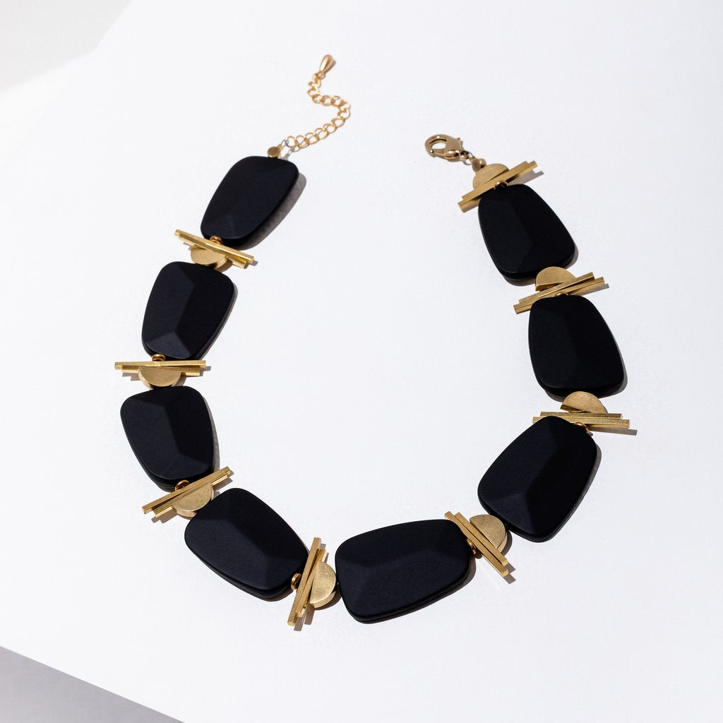 palais necklace in black
