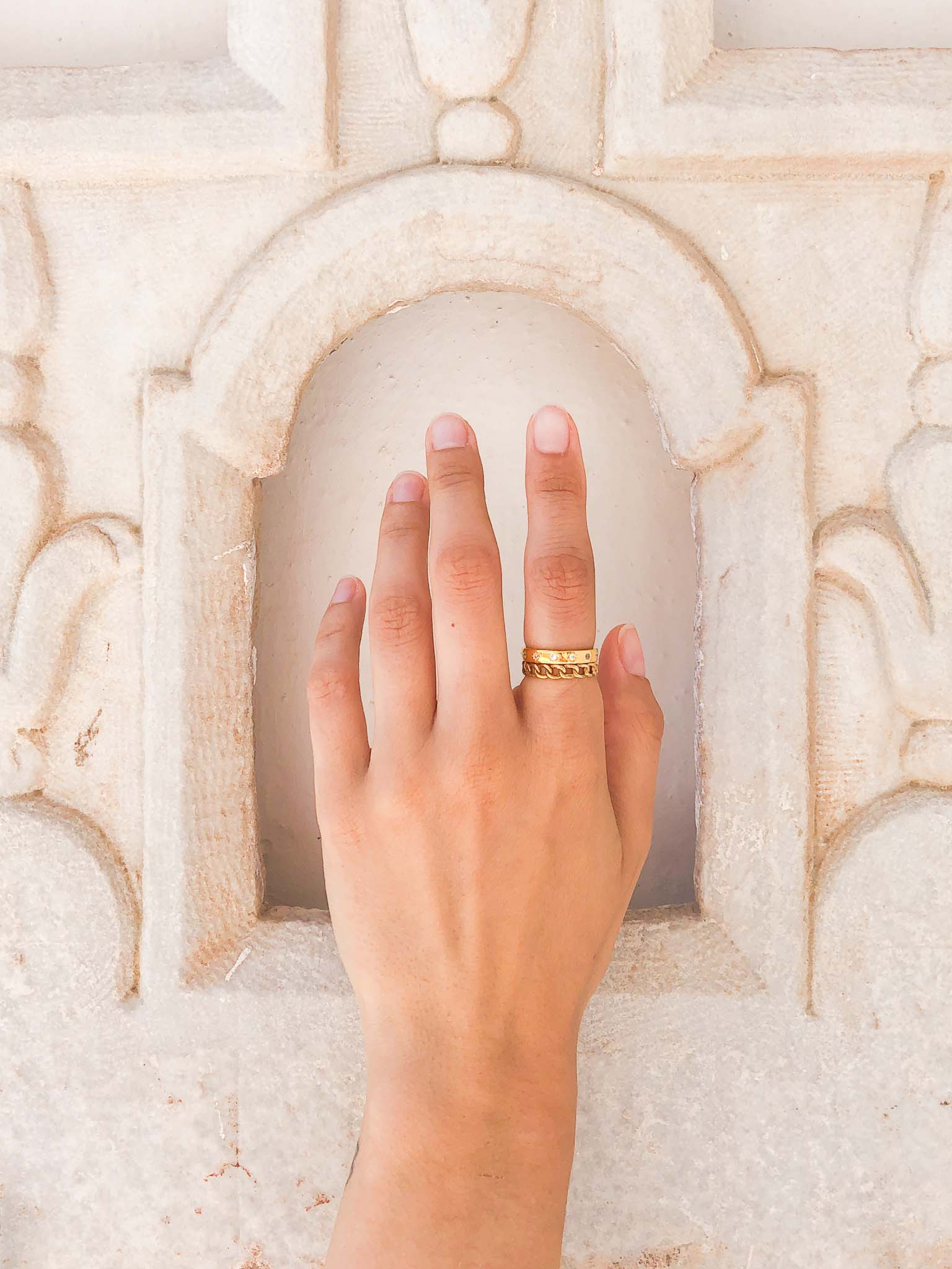 Hand with stacked rings in Hydra