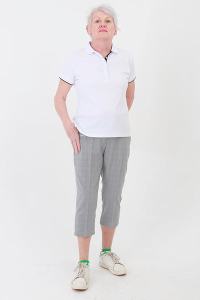 Essential for a ladies golfing wardrobe. Look fabulous during your Daily Sports activity whether it be golfing or a gentle stroll.  Made of a lightweight, very slightly stretchy fabric, it fits all shapes with equal perfection. Prince of Wales check is a firm favourite with our Lady golfers.