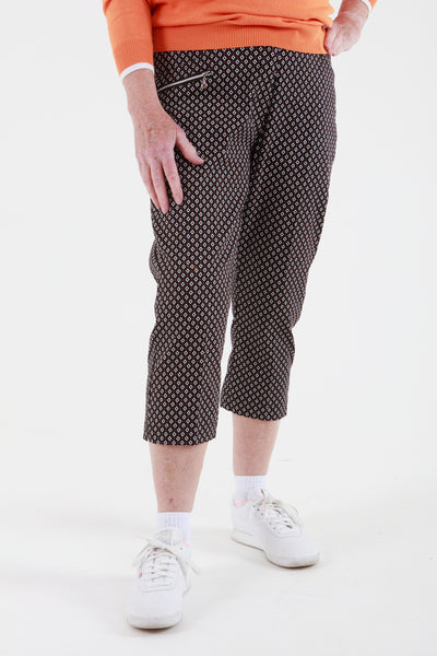 Ladies Golfing Capri trousers are perfect for your ladies golfing wardrobe.    Matched with the JRB Ladies Golf shirts in various stunning designs and you will look amazing when out playing on the golf course.  When searching for golf clothes for women, these black check capri trouser are so popular.