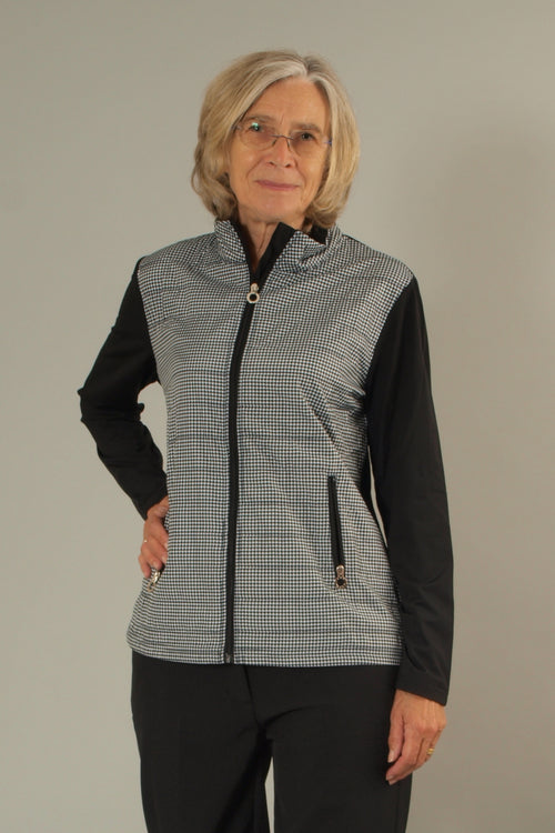 This lightweight ladies golfing jacket is a must as the weather gets a little cooler. This jacket from the JRB range is one of many fashionable outfits for women golfers and ladies who need an extra layer, whether it be tennis ladies or golfing ladies.  An easy piece to wear during your daily sports activities.