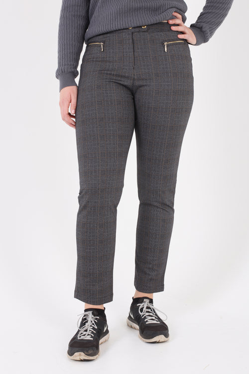 Such a comfortable fit for the ladies golf season. Ladies Golf trousers in a stylish gold check are perfect for your ladies golfing wardrobe.   Matched with the JRB Ladies Golf shirts in various stunning designs and you will look amazing when out doing your Daily Sports.  Very similar design to the swing out Sister Beatrice check trouser