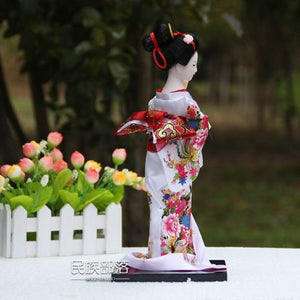 Statuette A Japanese geisha in traditional dress