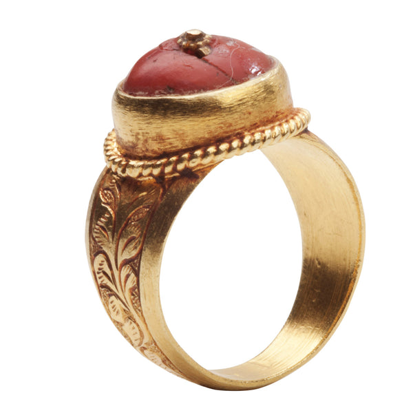 18kt Gold Vintage Ring With Henna & Coral On Top