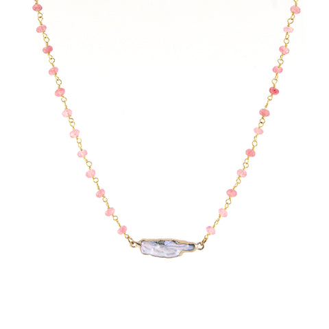 Versa necklace with rose quartz chain and mother-of-pearl pendant