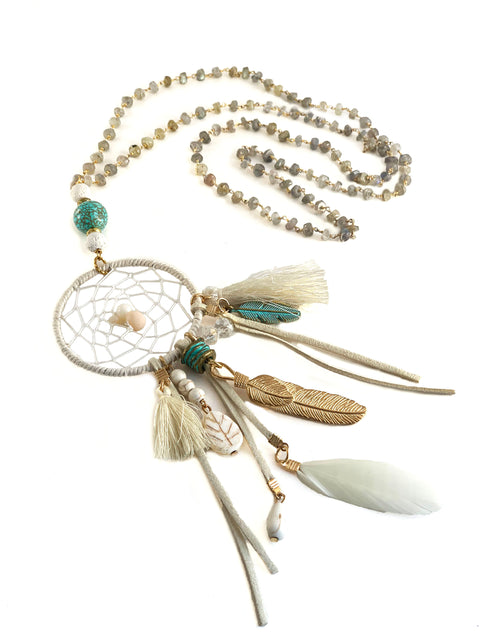 Dreamcatcher necklace - Playa Collection - Heat up your festival look with a faux suede dreamcatcher suspended from a long labradorite rosary chain with antique turquoise and cream lava