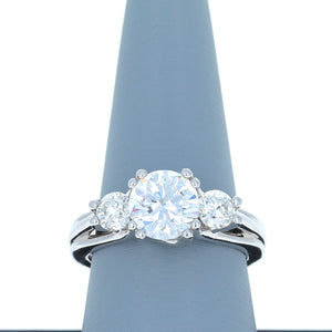 A Jaffe Diamond Engagement Ring in White Gold MR1279