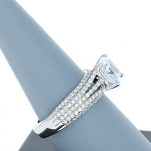 A Jaffe Diamond Engagement Ring in White Gold MES571/264