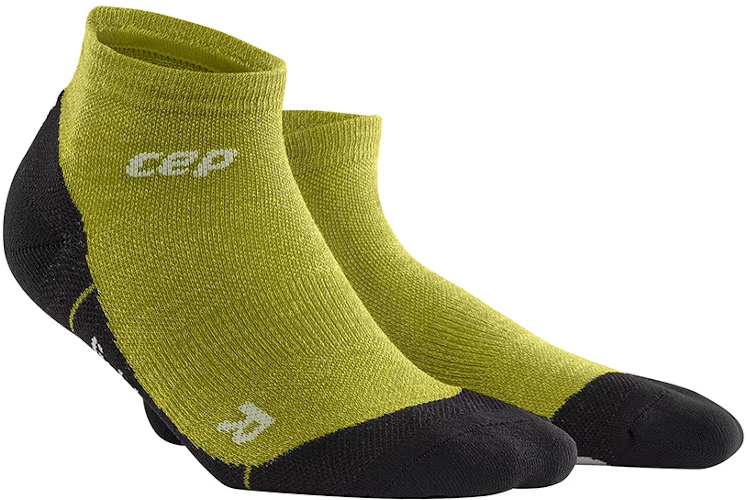 A pair of CEP Merino low-cut ankle socks in the color fresh grass