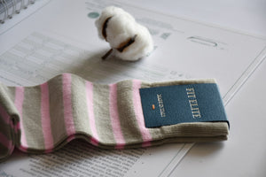 Luxury socks for men, creamy grey with pink stripes, made from soft Egyptian cotton