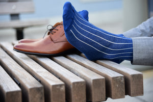 Blue dress socks for men, ribbed with grey pinstripes, made in Italy