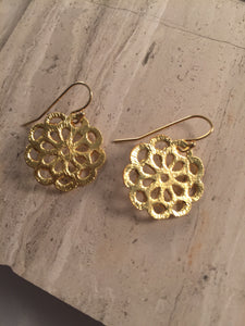Brushed vermeil daisy earrings