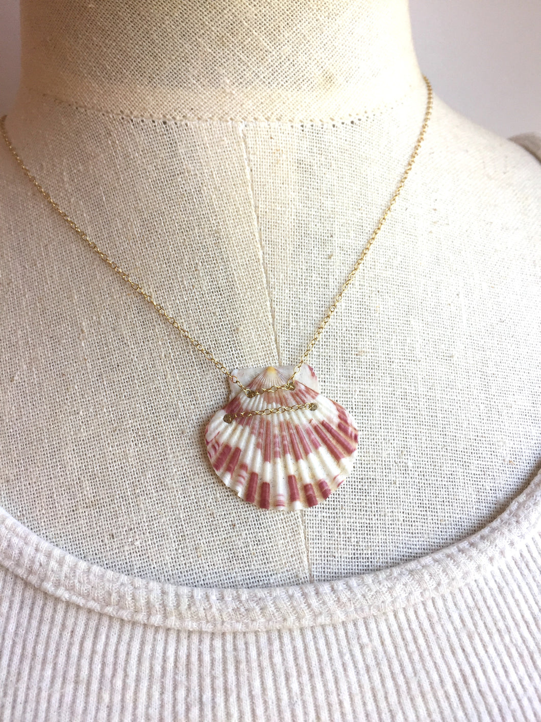 Hawaii Shell Necklace, red shell necklace