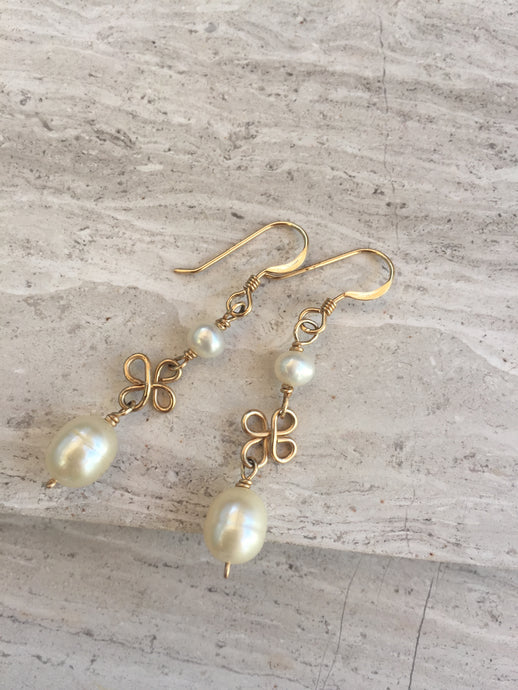 Pearl Clover Twist Earrings, gold
